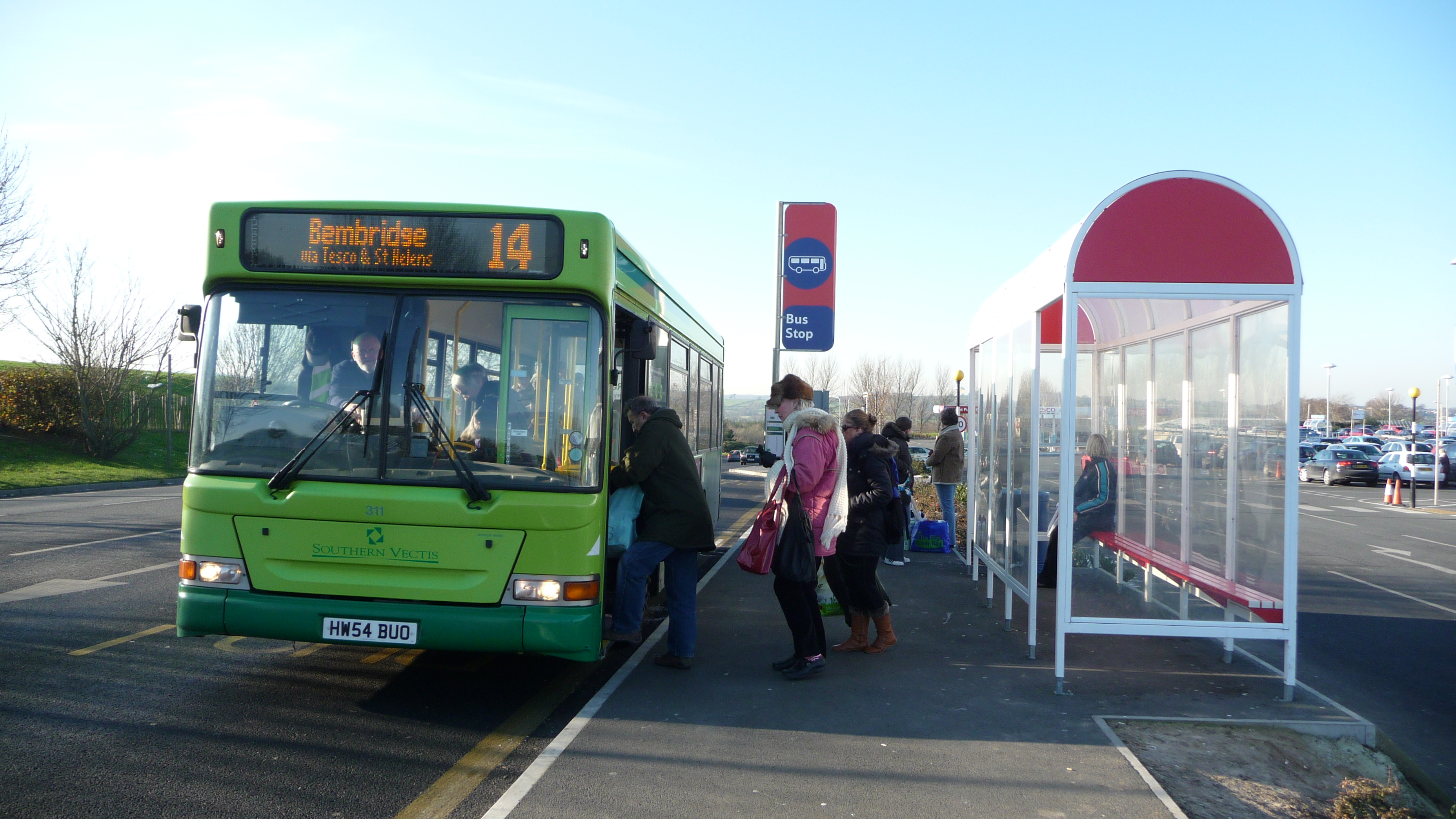 Southern_Vectis_311_HW54_BUO_and_Ryde_Tesco_bus_stop